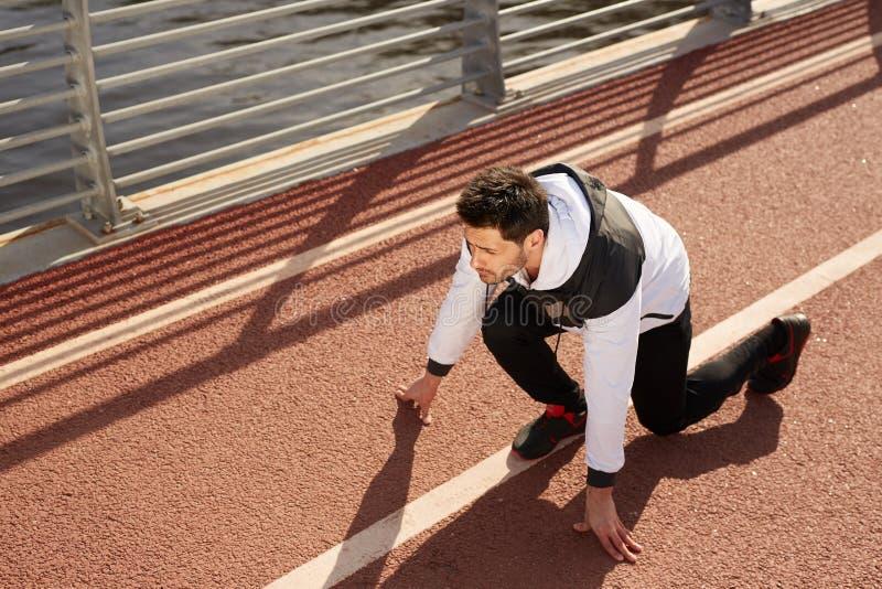 Sprinter στη πίστα αγώνων στοκ εικόνα