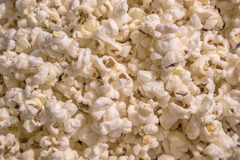 Spritt rimmat popcorn, mattexturbakgrund royaltyfria bilder