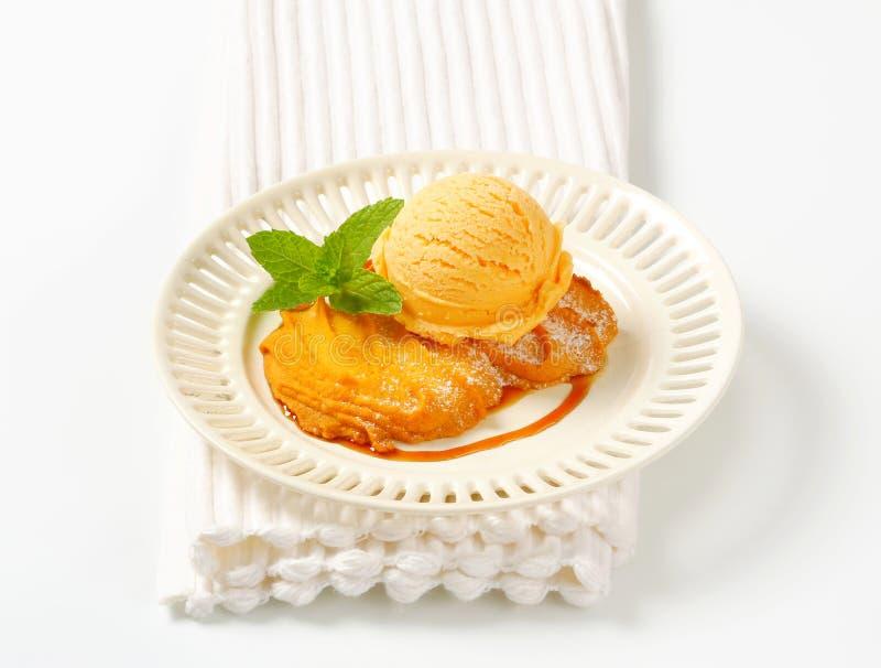 Spritz il biscotto con il gelato fotografia stock