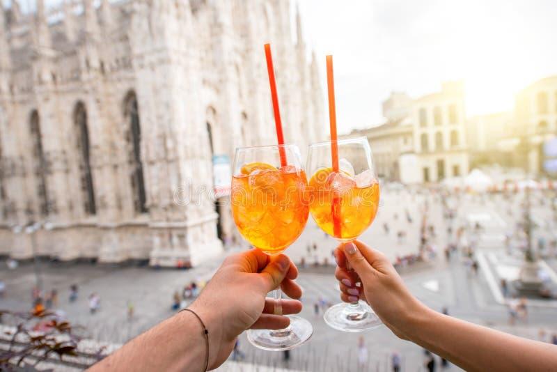 Spritz la bebida del aperol en Milán fotos de archivo libres de regalías