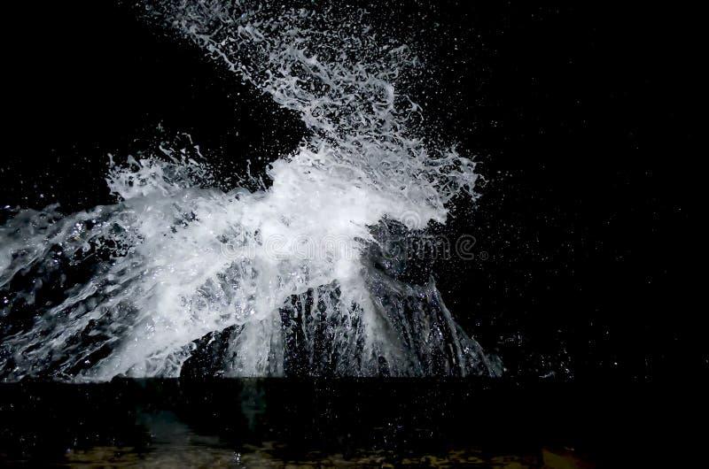 Spritzen der Welle auf dem Schwarzen Meer lizenzfreies stockbild