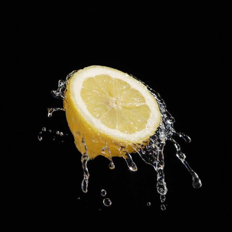 Spritzen der Zitrone stockbilder