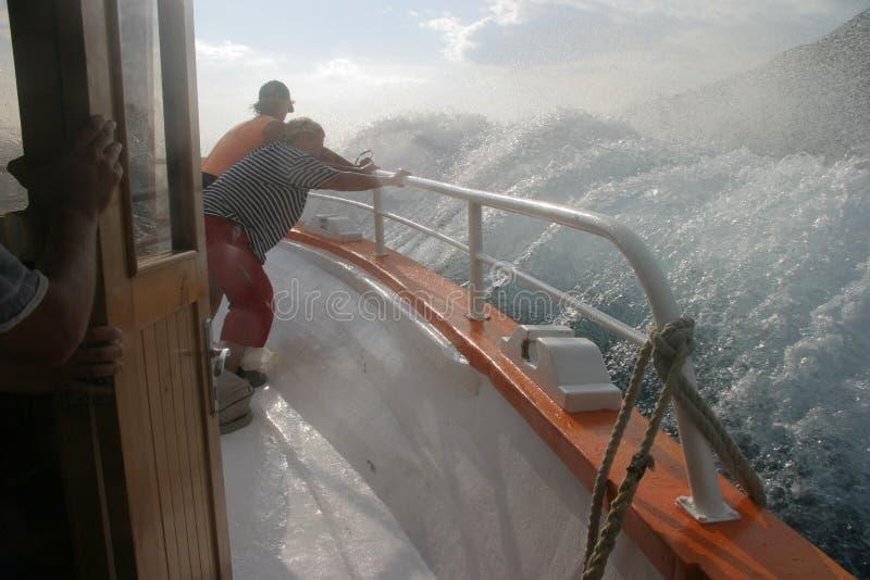 Spritzen des Bootes lizenzfreie stockfotos