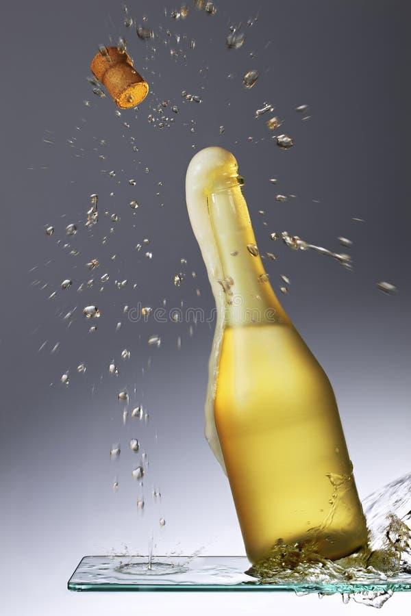 Spritzen des Champagners stockbilder