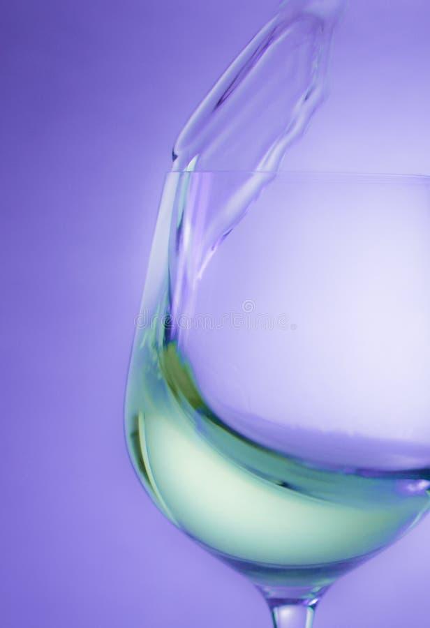Spritzen des Weins stockbilder
