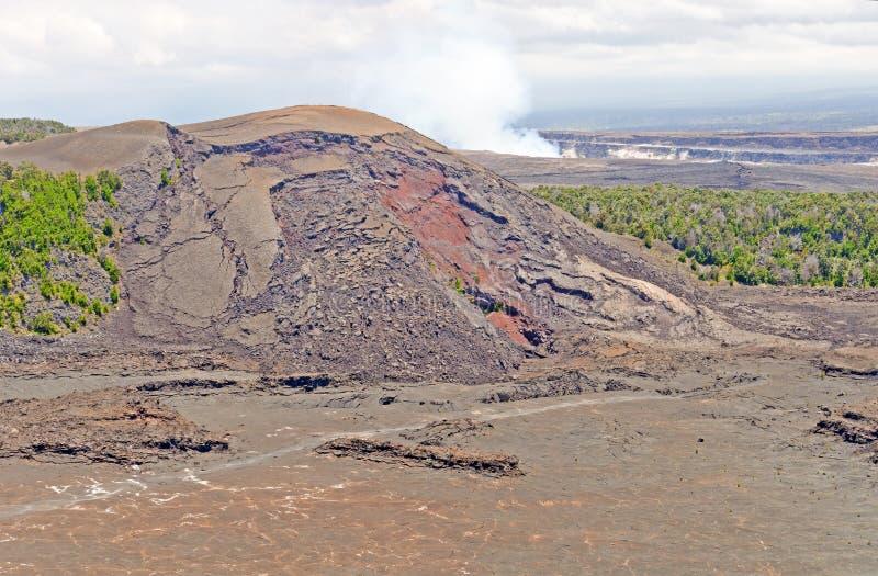 Spritzen-Kegel eines hawaiischen Vulkans stockfotos