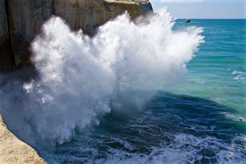 Spritzen von Wellen lizenzfreie stockbilder