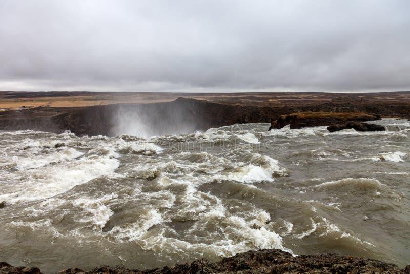 Spritzt vom Godafoss-Wasserfall - schönes Teil des steinigen Roc stockfotografie