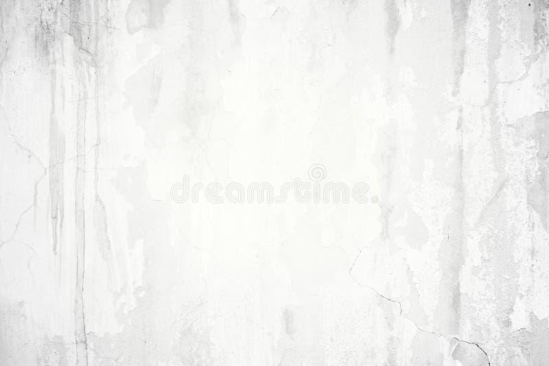 Sprucken vit betongvägg för gammal grunge fotografering för bildbyråer