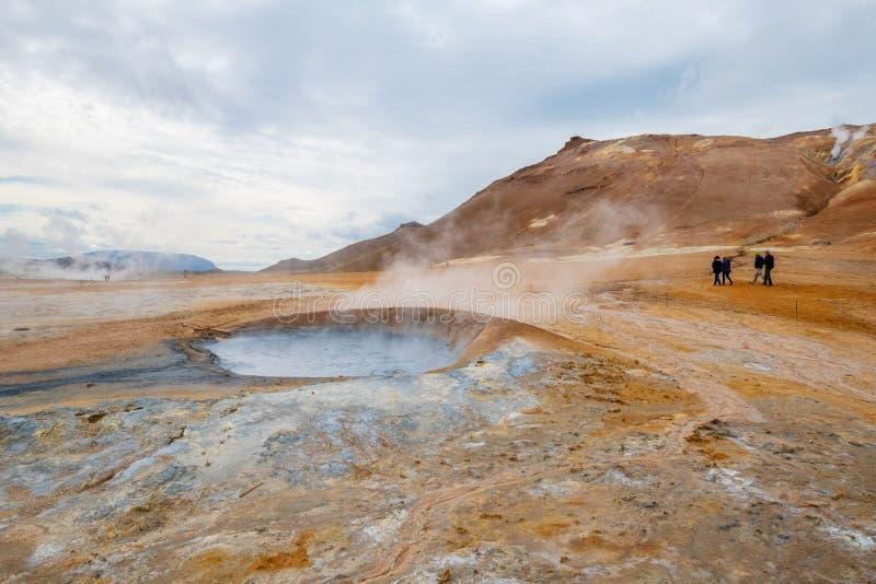 Sprudeln heiß mit Dampf Schlamm-Töpfe im geothermischen Bereich Namafjall, Hverir, Island stockfotografie