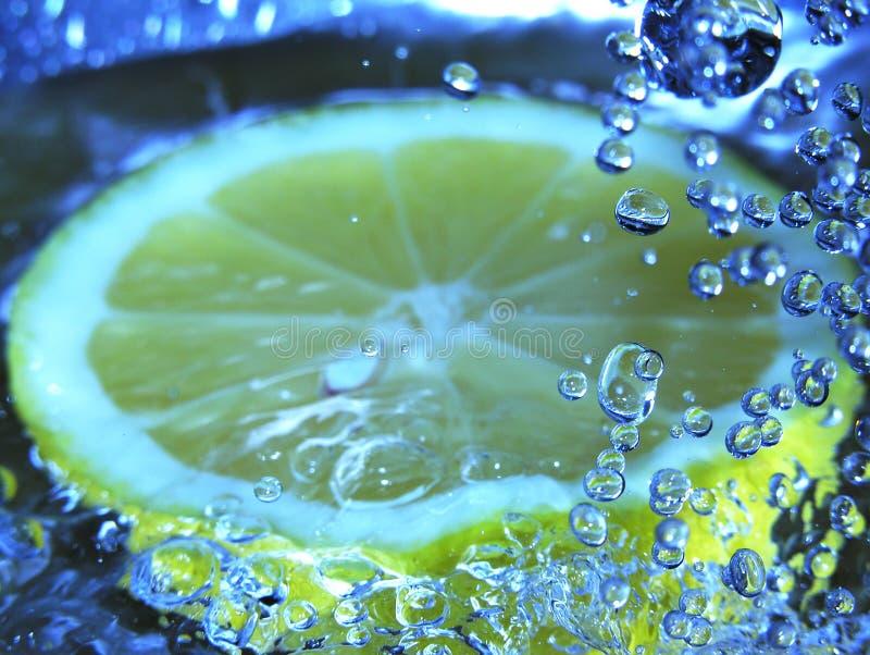 Sprudelnde Zitrone stockbild