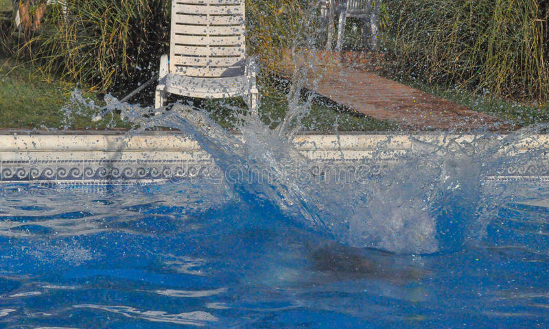Spruzzata alla piscina immagini stock