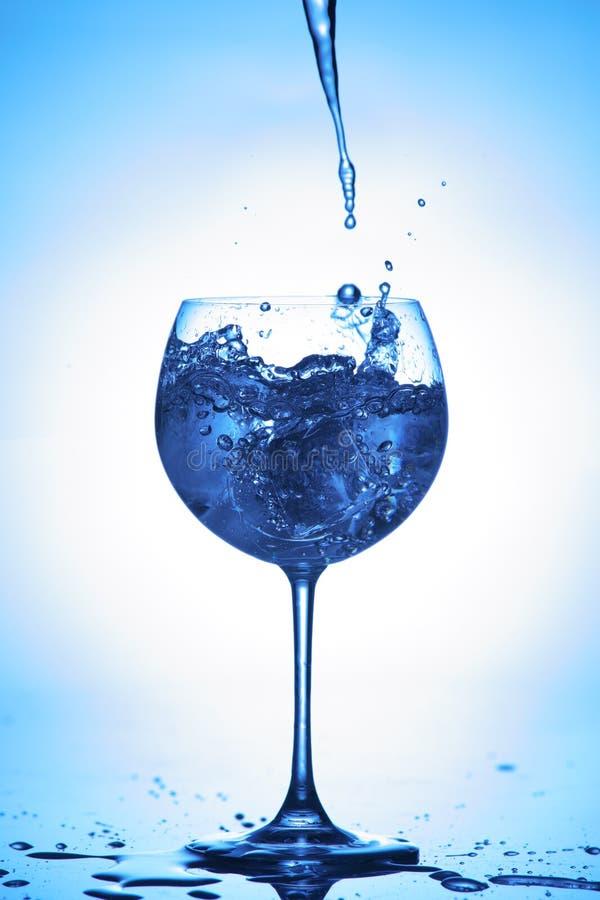 Download Spruzzata dell'acqua immagine stock. Immagine di freschezza - 3882919