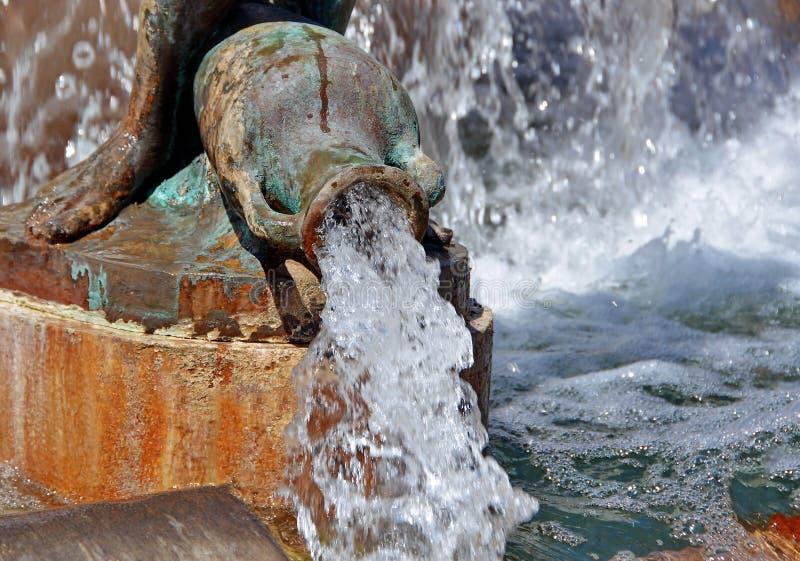 Spruzzata di acqua nella fontana fotografia stock