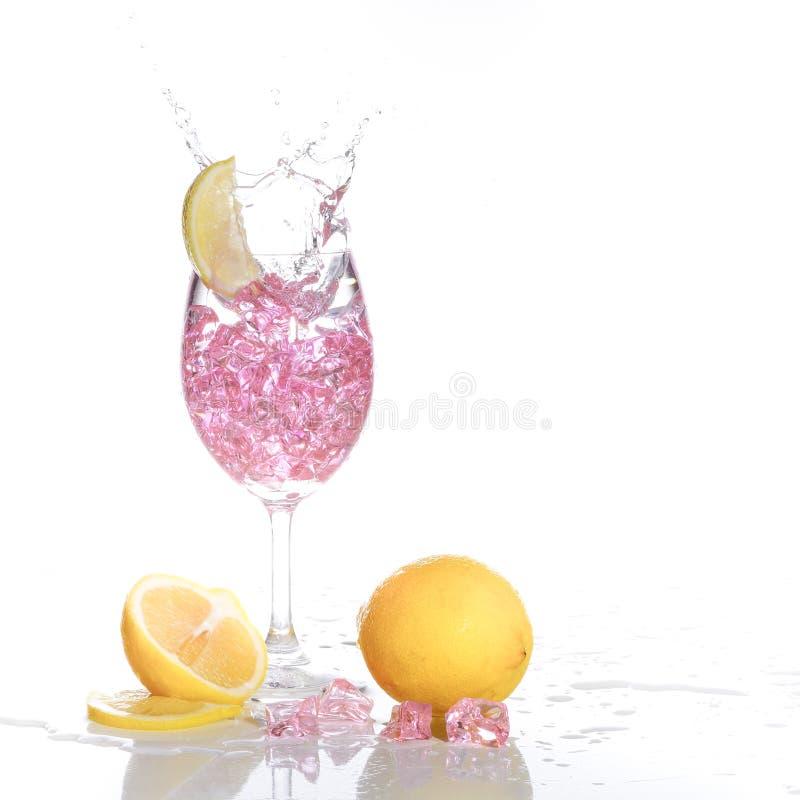 Download Spruzzatura del champagne fotografia stock. Immagine di refreshment - 56880136