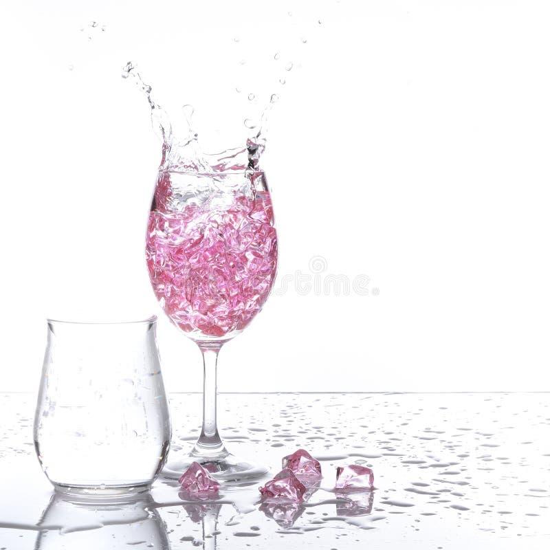 Download Spruzzatura del champagne immagine stock. Immagine di isolato - 56880385