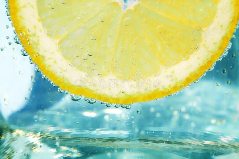 Spruzzatura del limone fotografia stock libera da diritti