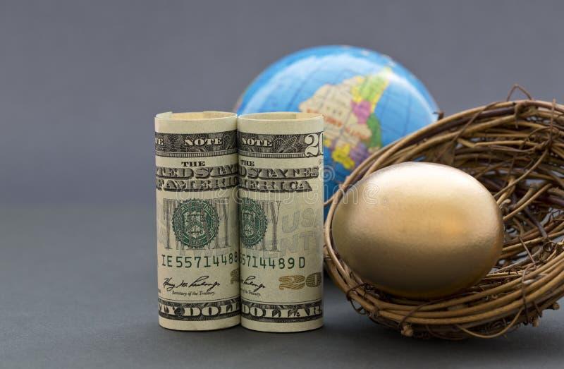 Sprytna globalna strategia buduje gniazdowego jajko fotografia stock