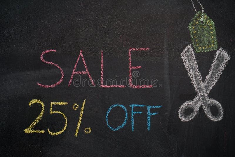 Sprzedaż 25% daleko na chalkboard ilustracji