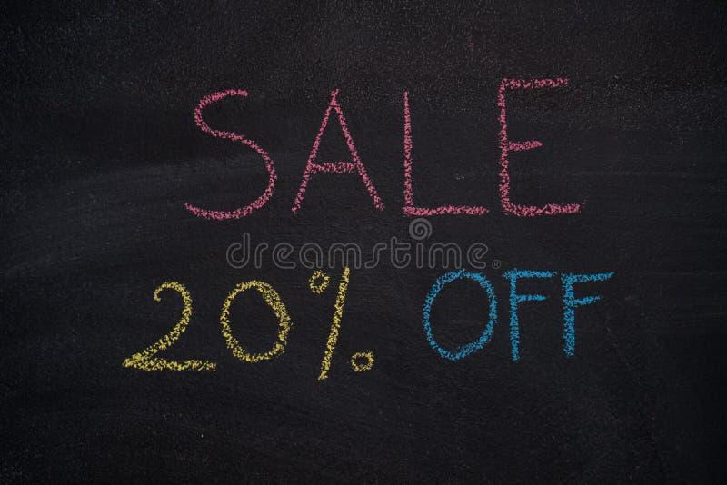 Sprzedaż 20% daleko na chalkboard ilustracja wektor