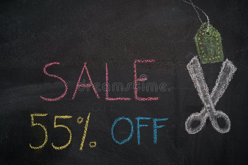 Sprzedaż 55% daleko na chalkboard ilustracja wektor