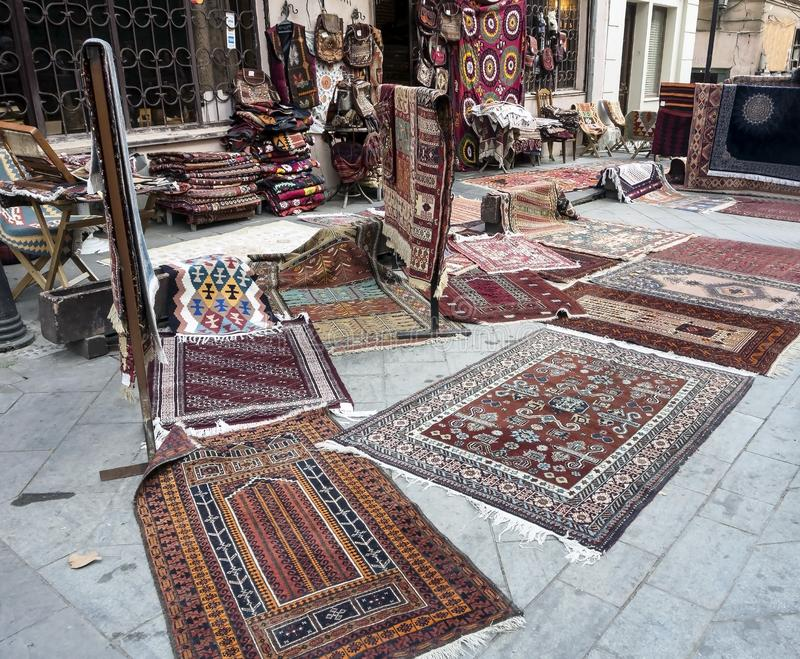 Sprzedaż dywany na ulicie w Tbilisi fotografia royalty free