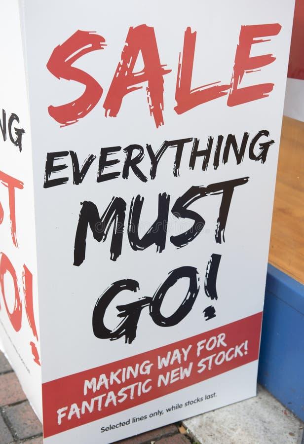 Sprzedaż everything musi iść ampuła znak zdjęcie royalty free