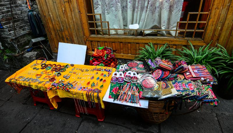 Sprzedaż pamiÄ…tek w Starym MieÅ›cie Fenghuang zdjęcie stock