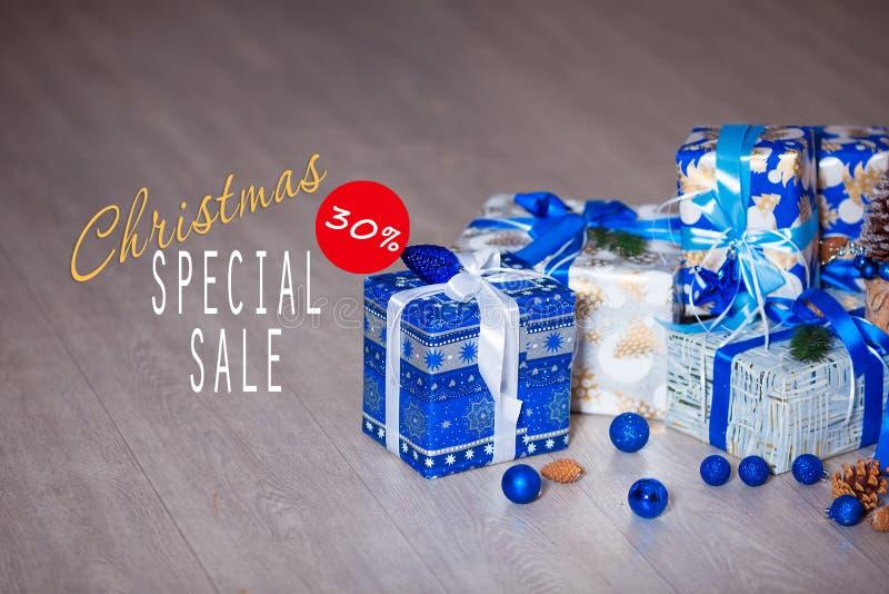 Sprzedaże na bożych narodzeń i nowego roku wakacjach Świąteczna dekoracja z pouczającą inskrypcją 30 procentów rabat dla obraz royalty free