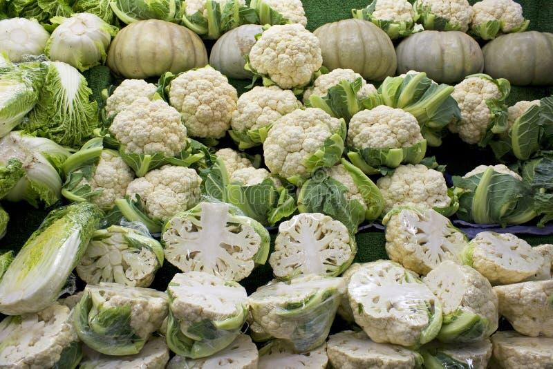 sprzedaży świezi warzywa obraz stock