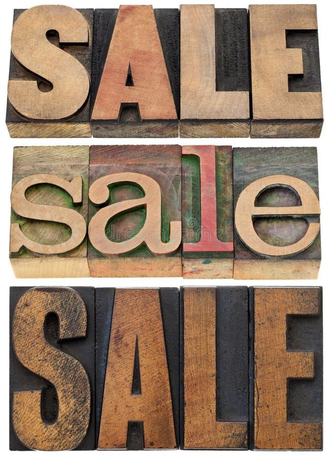 Sprzedaży słowo w drewnianym typ obrazy stock