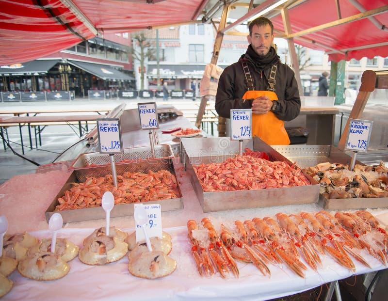 Sprzedawań Shellfish, Rybi rynek, Bergen, Norwegia obrazy stock