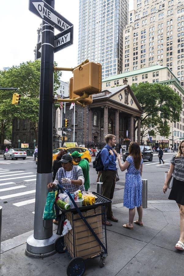 Sprzedawca w swój karmowej furze w Miasto Nowy Jork, usa fotografia stock