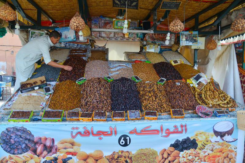 Download Sprzedawca Z Datami I Figami Dla Sprzedaży W Marakech Medina Fotografia Editorial - Obraz złożonej z mężczyzna, jeden: 57653517