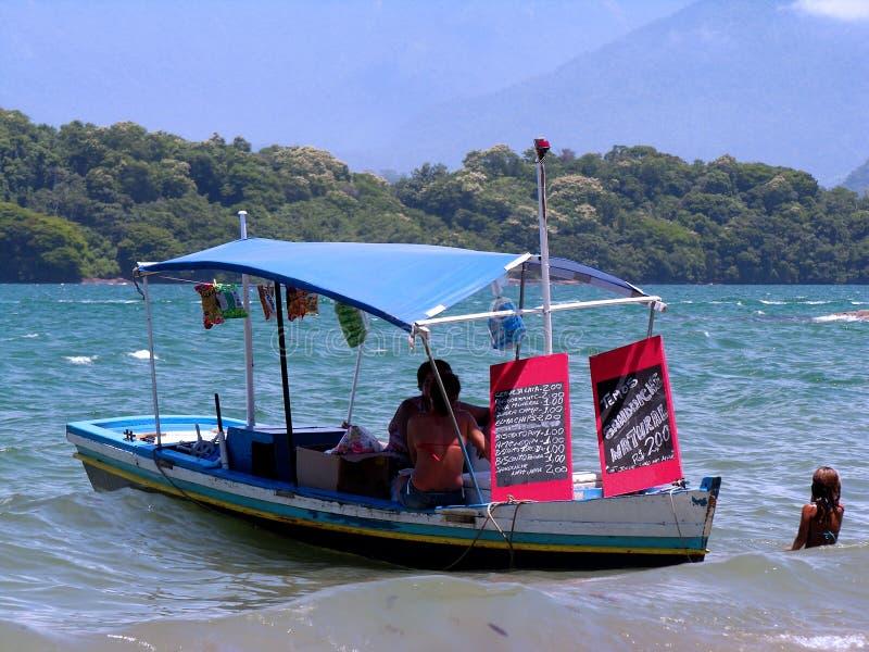 sprzedawcy łodzi na plaży obraz stock