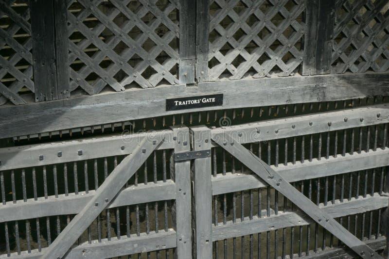 Sprzedawczyk brama przy wierza Londyn w Anglia z bliska zdjęcia royalty free