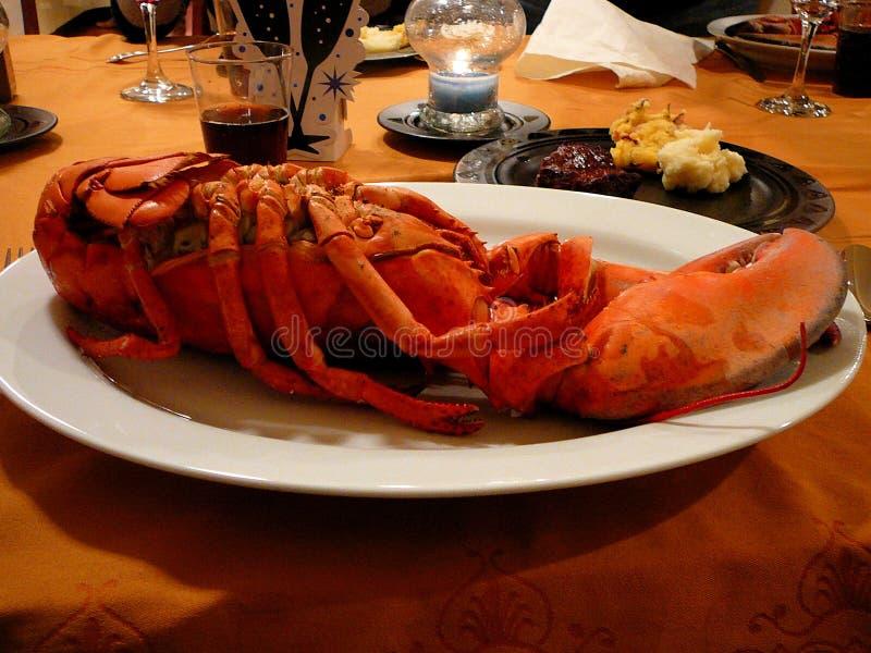 Spuma & pranzo del tappeto erboso - aragosta, bistecca e purè di patate immagine stock libera da diritti