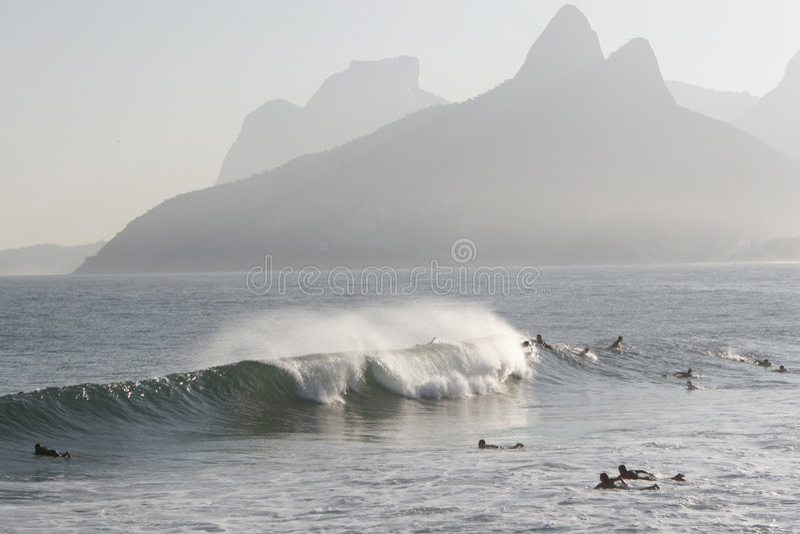 Spuma in spiaggia di Ipanema immagini stock