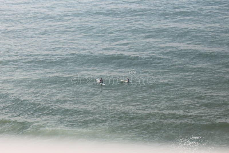 Spume sul praticare il surfing in Myrtle Beach fotografia stock