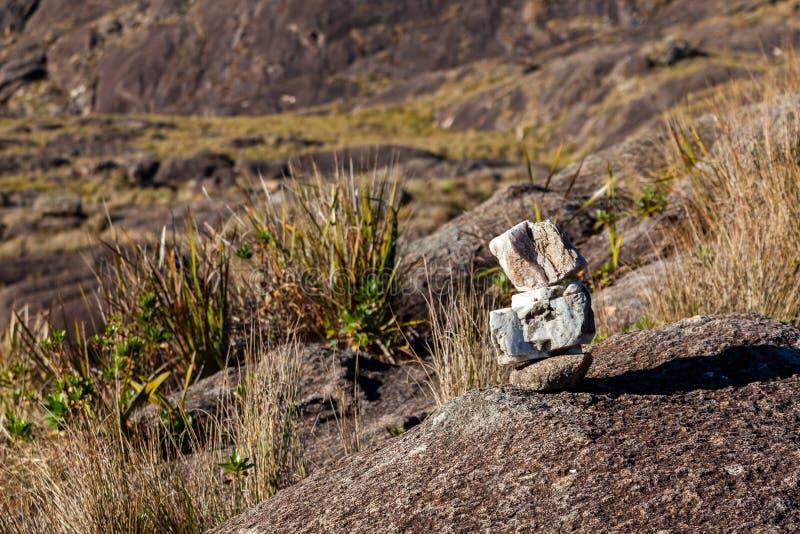 Spur markiert in der Berglandschaft in Brasilien-Hochländern stockbild