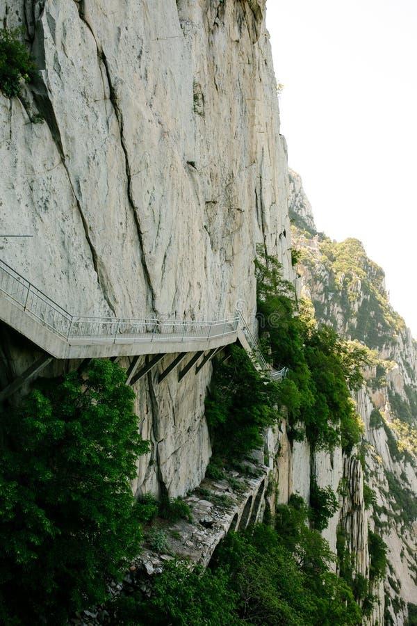 Spur und Klippen in Songshan-Berg, Dengfeng, China Songshan ist der 5 heiligen Berge das höchste stockfotos