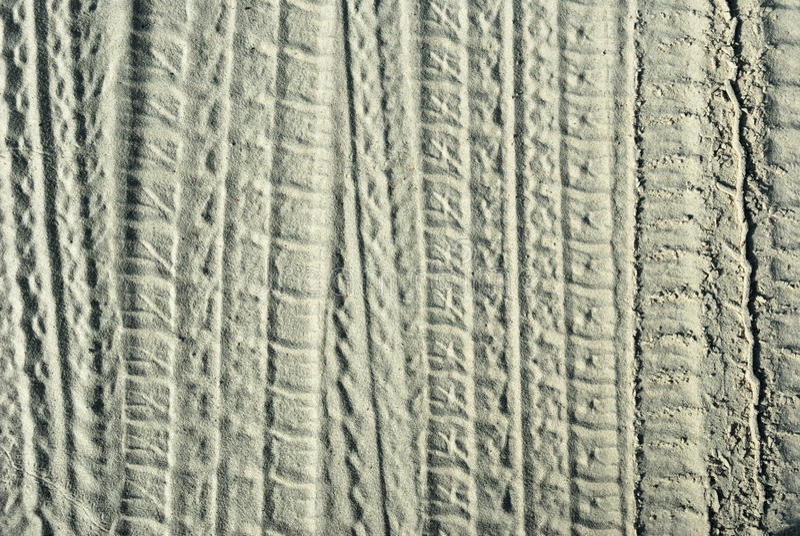Spuren der Schutze auf dem Sand lizenzfreie stockfotografie