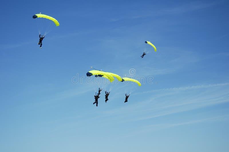 Squadra 5 di Skydiving immagini stock libere da diritti
