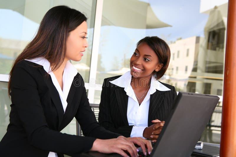 Squadra attraente di affari della donna immagini stock