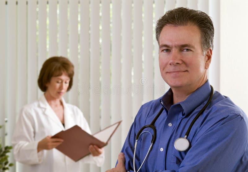 Squadra dell'infermiera & del medico fotografie stock libere da diritti