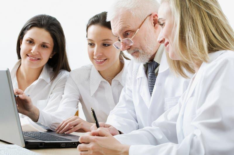 Squadra della medicina fotografie stock
