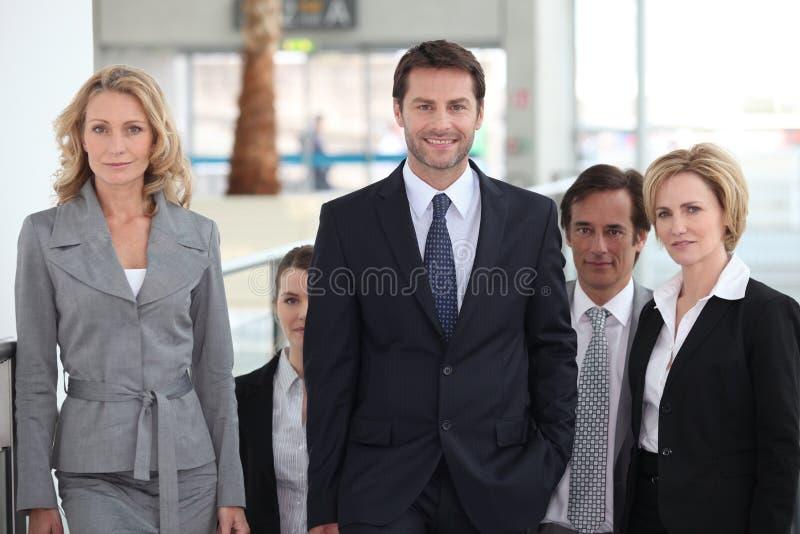 Squadra di affari in aeroporto immagine stock libera da diritti