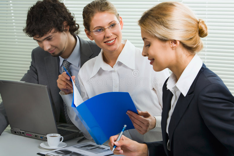 Squadra di affari alla riunione fotografia stock