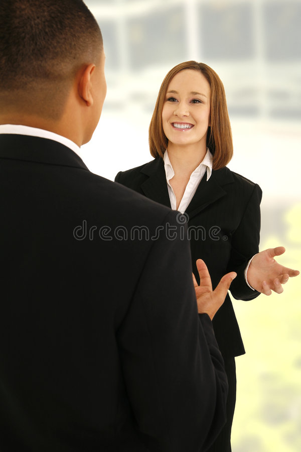 Squadra di affari che comunica con il gesto immagine stock libera da diritti