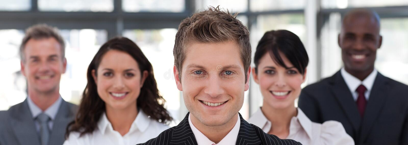 Squadra di affari che esamina la macchina fotografica immagini stock